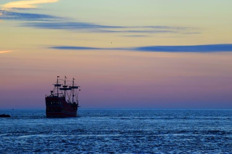 sunset_w_pirate_ship_cl_beach_20141116_269